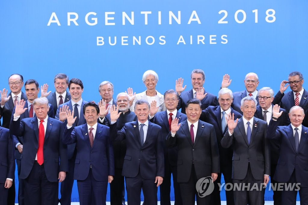 South Korean President Moon Jae-in (second row, third from R) poses for a group photo with other global leaders, including U.S. President Donald Trump (first row, L) and Chinese President Xi Jinping (first row, third from R) at the Group of 20 Leaders' Summit in Buenos Aires on Nov. 30, 2018. (Yonhap)