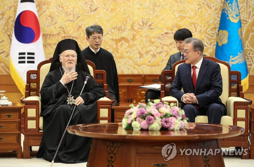 Moon meets Archbishop of Constantinople in Seoul