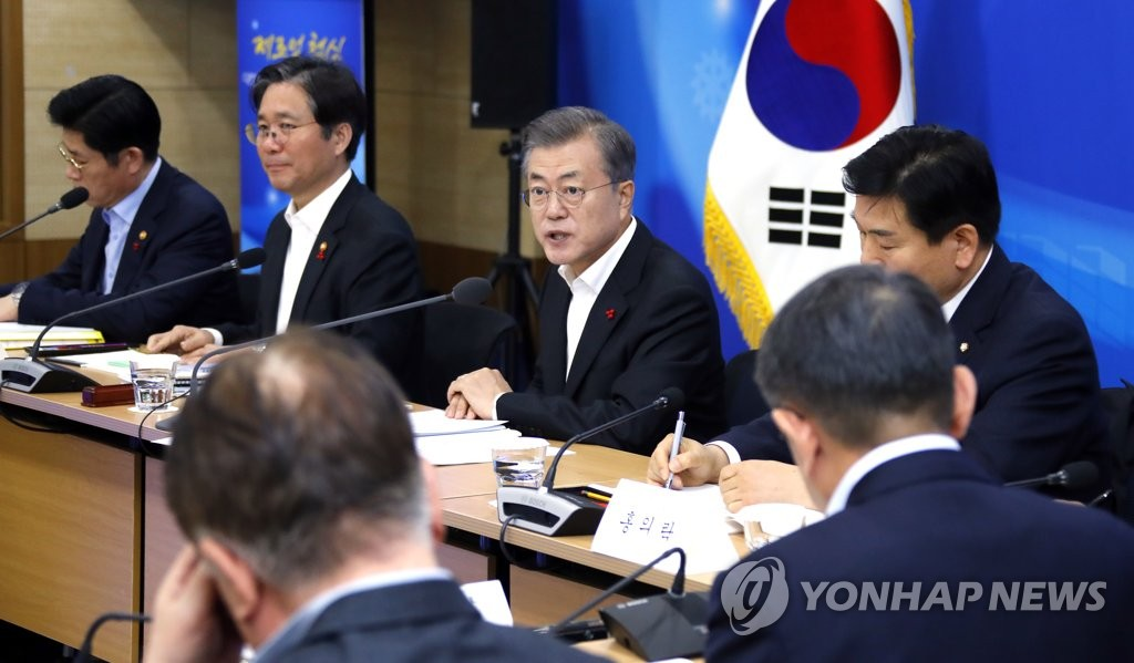 President Moon Jae-in (third from L) speaks in a meeting with officials from the Ministry of Trade, Industry and Energy held at the government complex in Sejong, 120 kilometers south of Seoul, on Dec. 18, 2018 to be briefed on the ministry's policy objectives for 2019. (Yonhap)