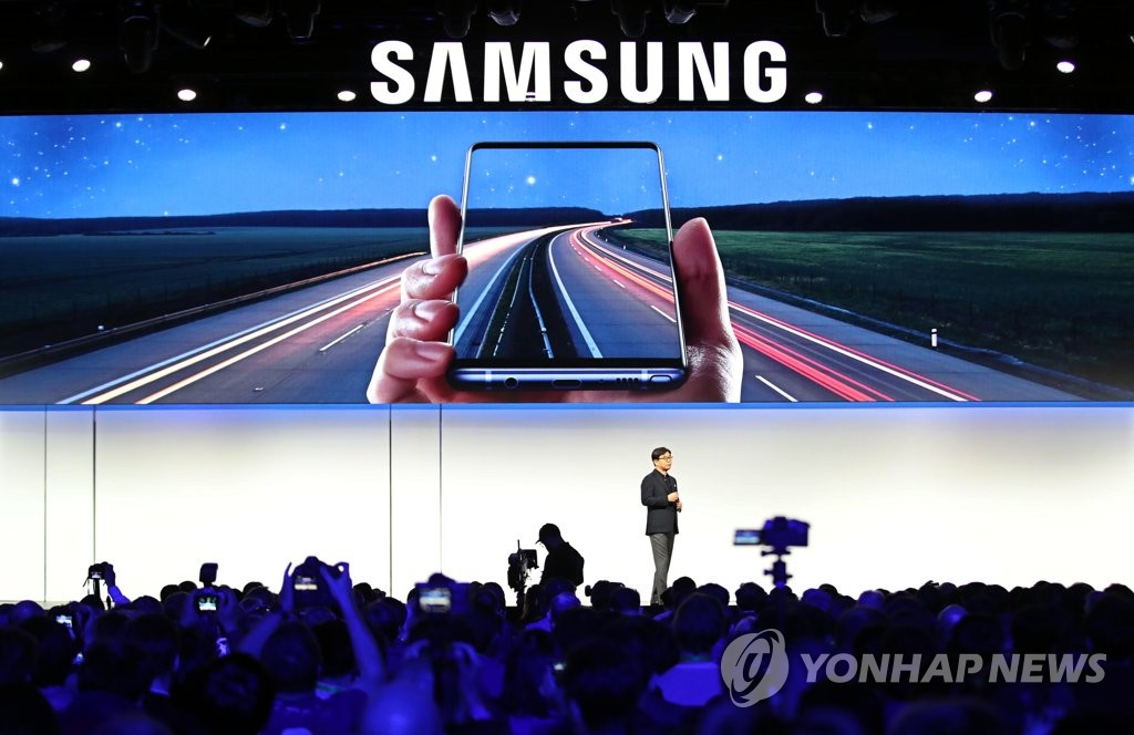 Kim Hyun-suk, the president of the consumer electronics division at Samsung Electronics Co., introduces a new product lineup during a press conference in Las Vegas on Jan. 7, 2018, ahead of the opening of the Consumer Electronics Show. (Yonhap)