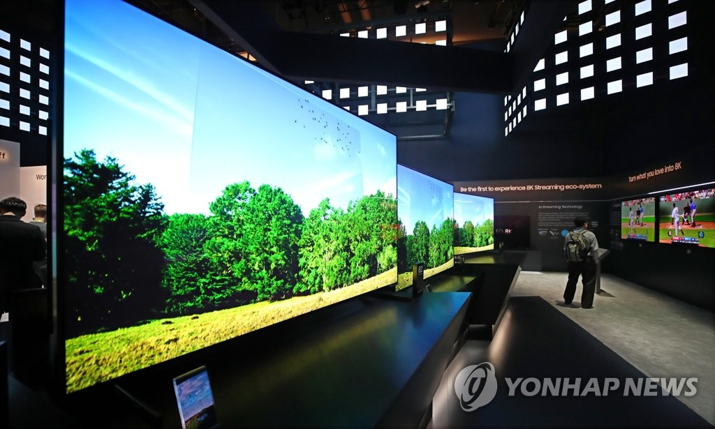 This file photo taken on Jan. 8, 2019, shows TVs displayed at Samsung Electronics Co.'s exhibition booth at CES 2019 in Las Vegas, Nevada. (Yonhap)