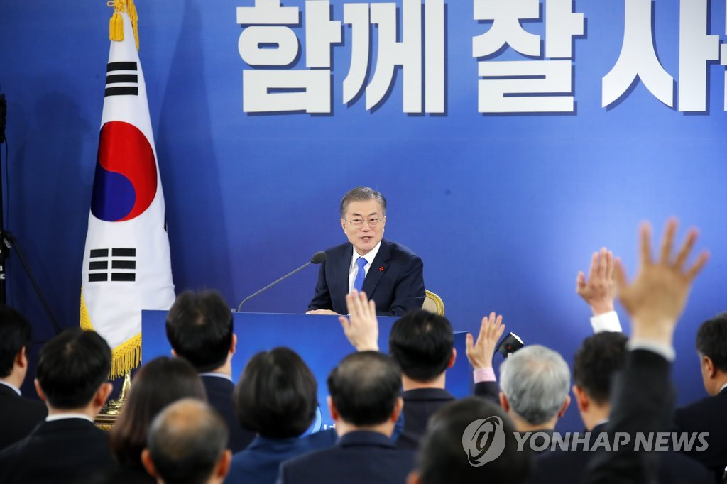 President Moon Jae-in takes questions in a press conference held at his office Cheong Wa Dae in Seoul on Jan. 10, 2019. (Yonhap)