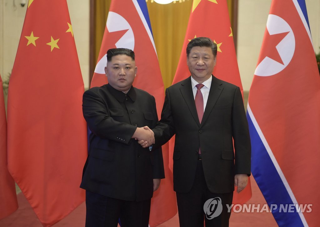 North Korean leader Kim Jong-un (L) shakes hands with Chinese President Xi Jinping ahead of their talks in Beijing on Jan. 8, 2019. (Yonhap)