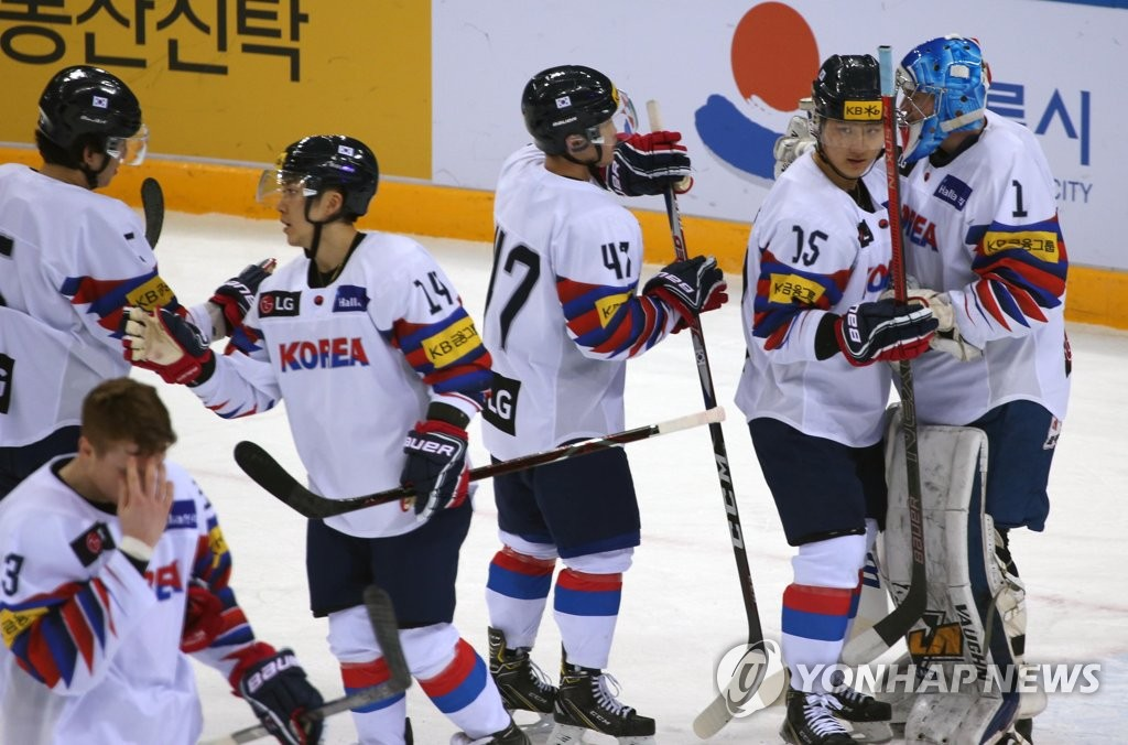 In this Feb. 8, 2019, file photo, South Korean players celebrate their 2-0 victory over Japan at the Legacy Cup men's hockey tournament at Gangneung Hockey Centre in Gangneung, 230 kilometers east of Seoul. (Yonhap)