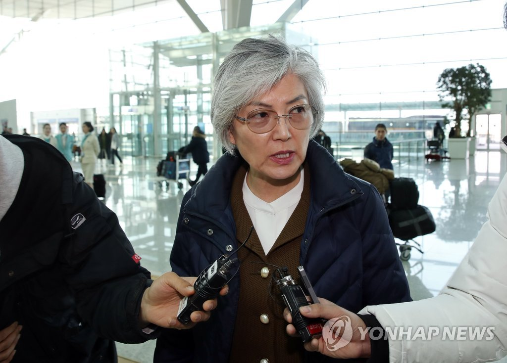 Foreign Minister Kang Kyung-wha speaks to reporters at Incheon International Airport, west of Seoul, on Feb. 13, 2019, just before departing for Poland to attend a Middle East peace forum. (Yonhap)