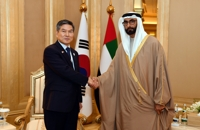 Defense chiefs of S. Korea, UAE discuss military ties, cooperation