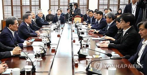 Moon meets top secretaries