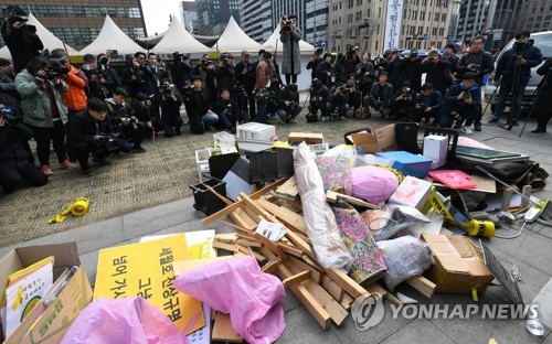 Memorial tents for Sewol victims removed