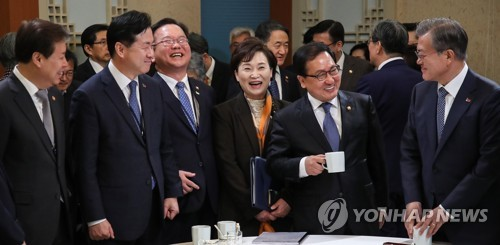 Moon with outgoing ministers