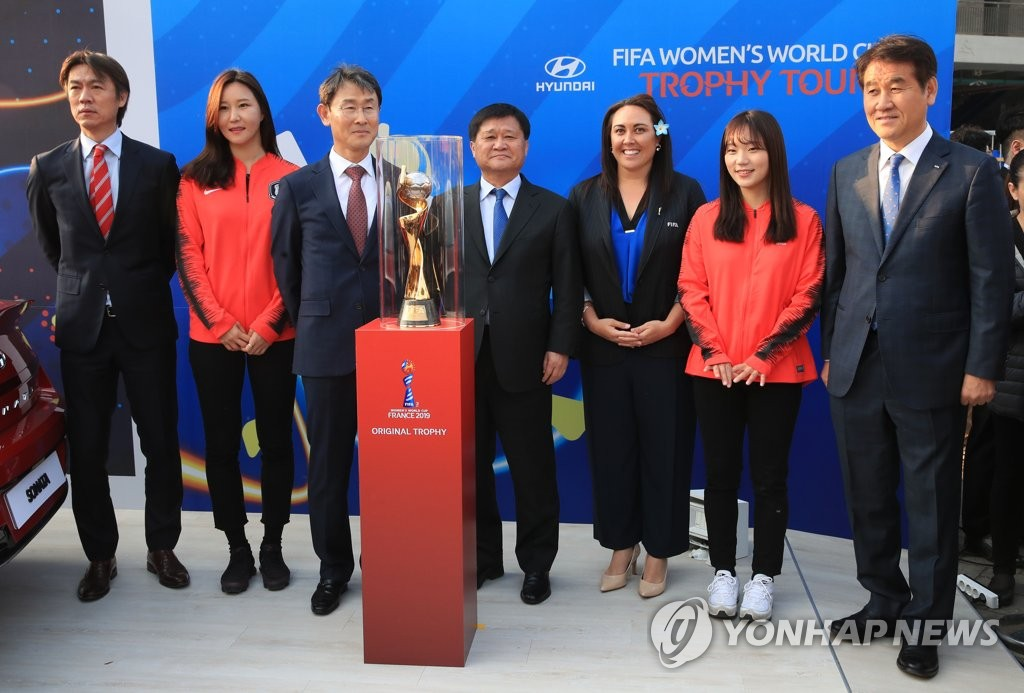 Sarai Bareman (3rd from R), Chief Women's Football Officer for FIFA, poses for a photo with Korea Football Association officials and South Korean women's national football team members at the FIFA Women's World Cup Trophy Tour event at Munsu Football Stadium in Ulsan, some 400 kilometers south of Seoul, on Mar. 22, 2019. (Yonhap)
