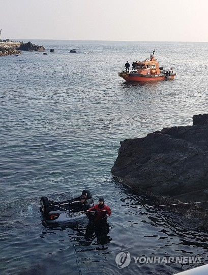 5 people die in car accident off S. Korea's east coast
