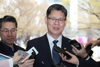Unification minister says N. Korea will respond to Moon's summit offer