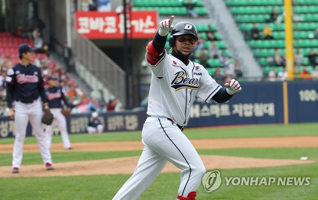 In this file photo from April 28, 2019, Jose Miguel Fernandez of the Doosan Bears points to his dugout after hitting a three-run home run against the Lotte Giants in the bottom of the second inning of a Korea Baseball Organization regular season game at Jamsil Stadium in Seoul. (Yonhap)