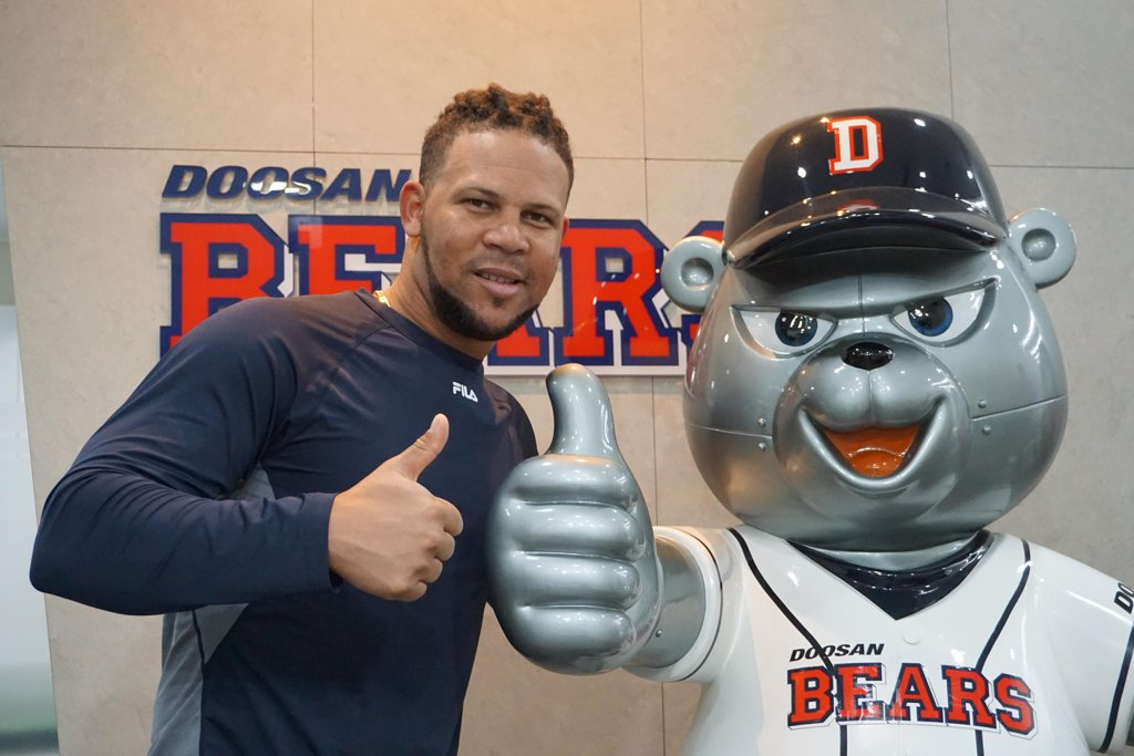 Jose Miguel Fernandez of the Doosan Bears poses next to the team's mascot outside the club's office at Jamsil Stadium in Seoul on April 26, 2019. (Yonhap)