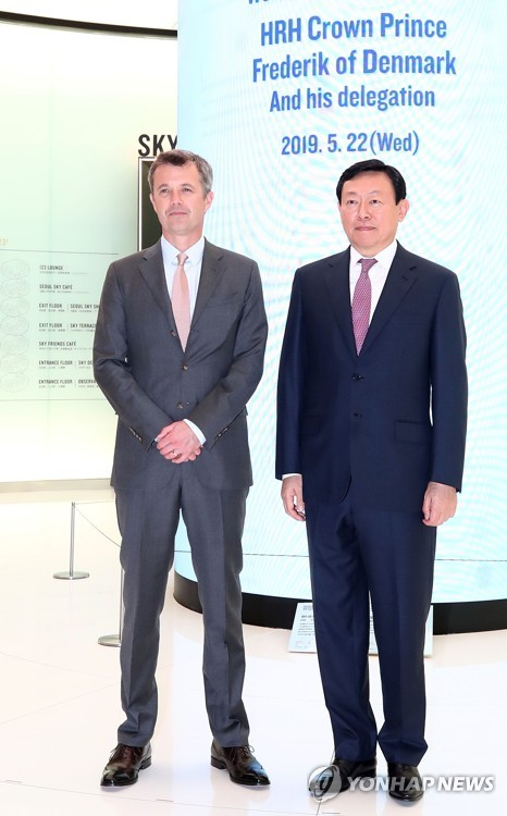 Danish crown prince meets Lotte Group chief