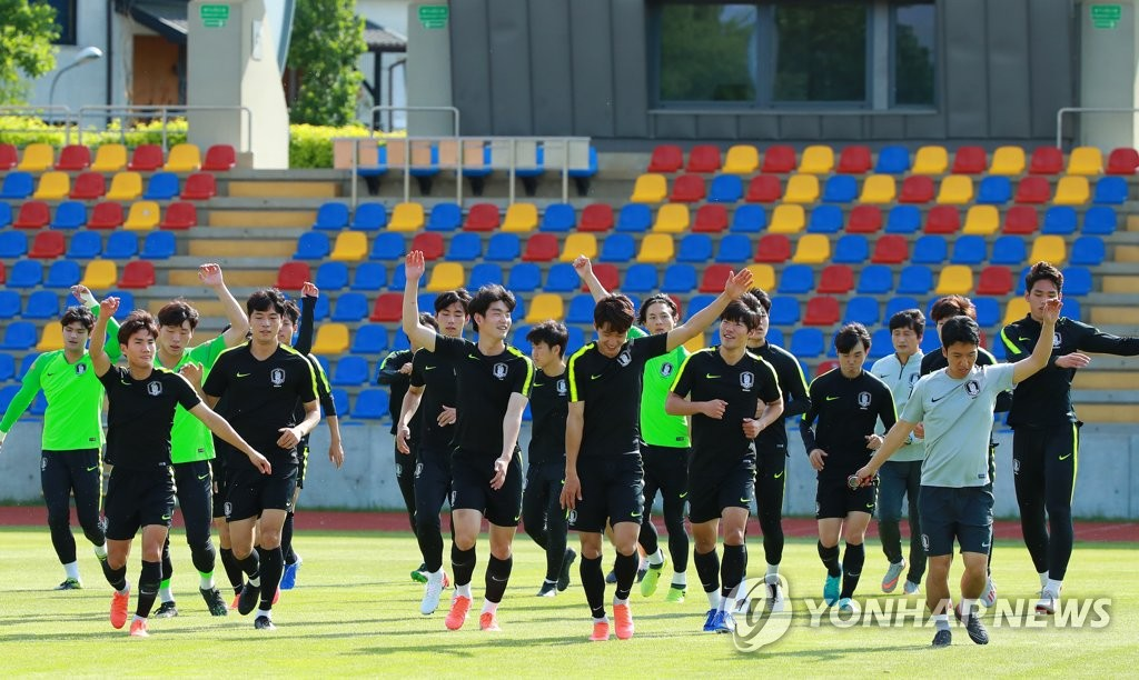 South Korean players train in Lublin, Poland, on June 2, 2019, ahead of their round of 16 match against Japan at the FIFA U-20 World Cup. (Yonhap)