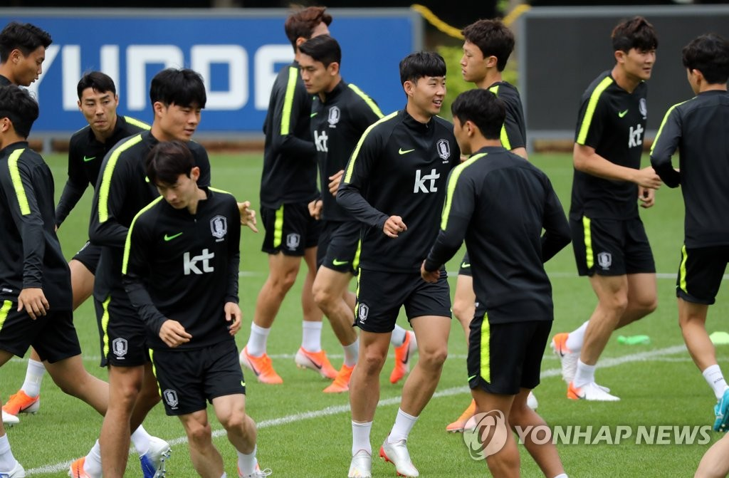 Members of the South Korean men's national football team train at the National Football Center in Paju, Gyeonggi Province, on June 10, 2019, on the eve of a friendly match against Iran. (Yonhap)