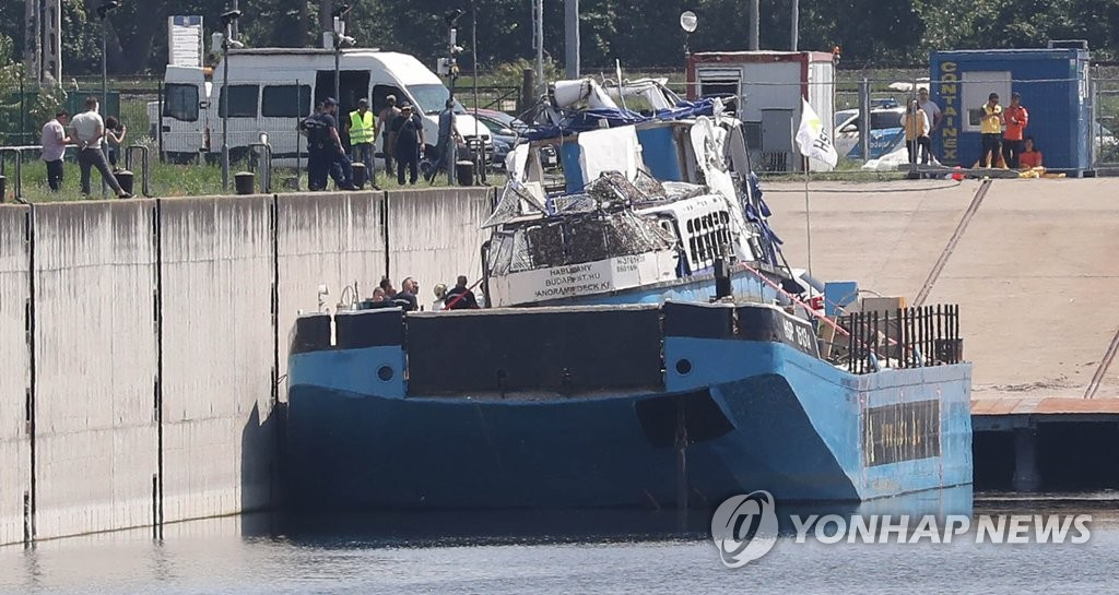 The ill-fated tour boat Hableany is placed on top of a barge docked on an island in south Budapest, Hungary, on June 12, 2019. (Yonhap)
