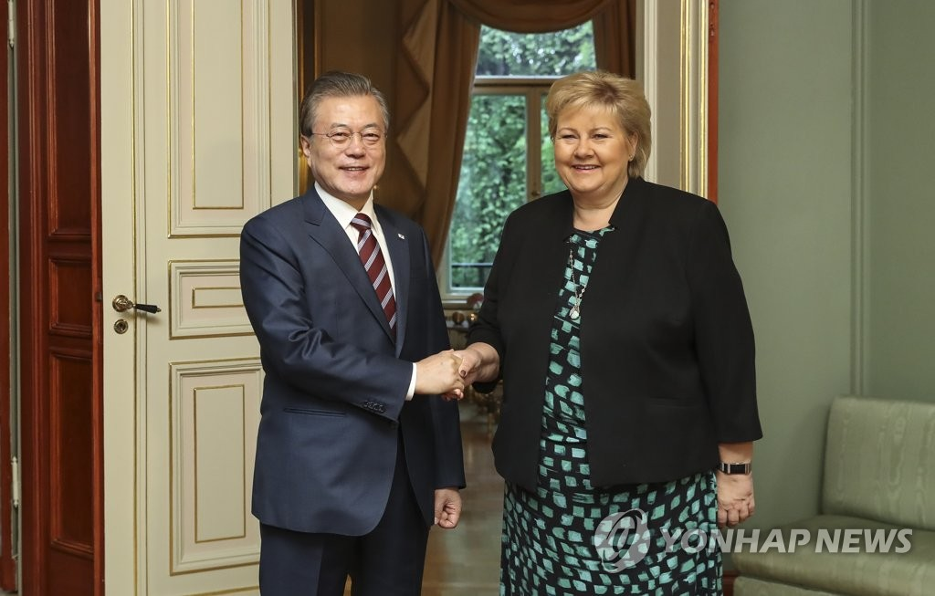 South Korean President Moon Jae-in (L) shakes hands with Norwegian Prime Minister Erna Solberg at her official residence in Oslo, Norway, on June 13, 2019. (Yonhap)