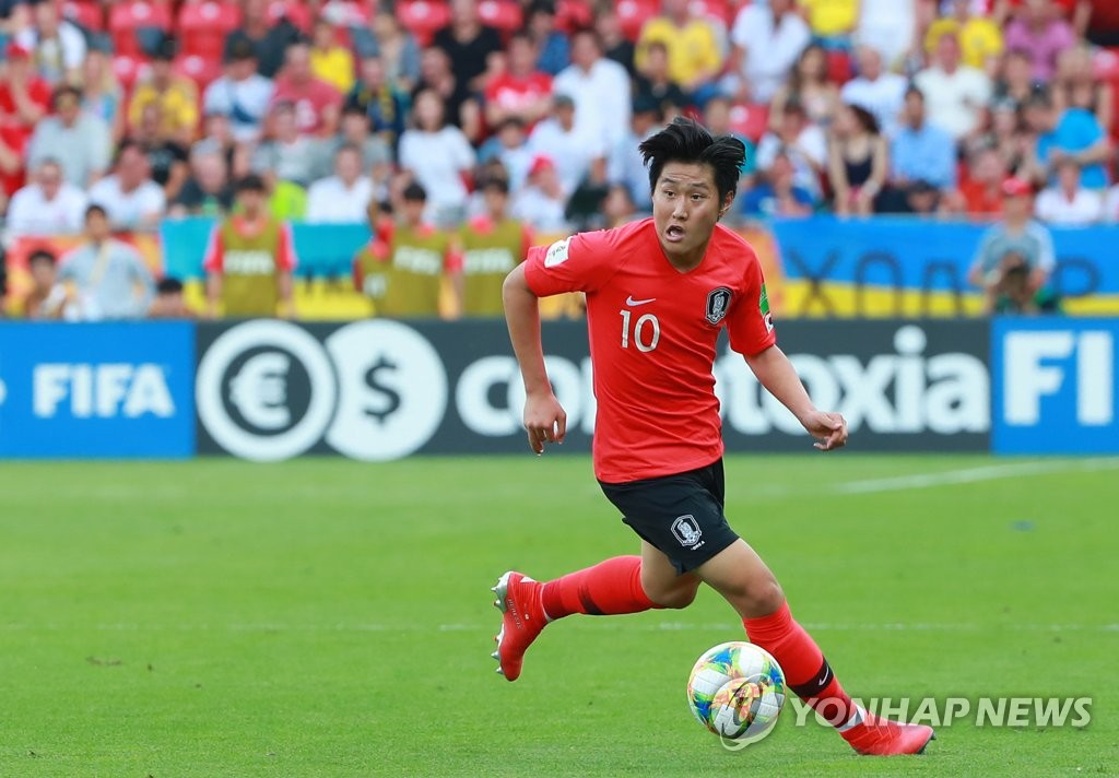 In this file photo from June 16, 2019, Lee Kang-in of South Korea controls the ball during the FIFA U-20 World Cup final against Ukraine at Lodz Stadium in Lodz, Poland. (Yonhap)