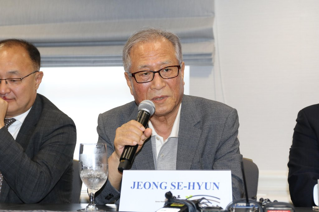 Former Unification Minister Jeong Se-hyun speaks during a meeting with reporters in Washington on July 17, 2019. (Yonhap)