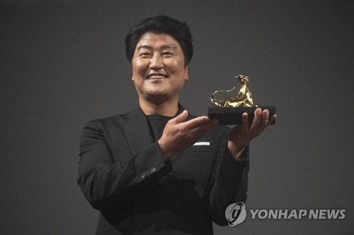 Song Kang-ho honored with Excellence Award from Swiss film fest