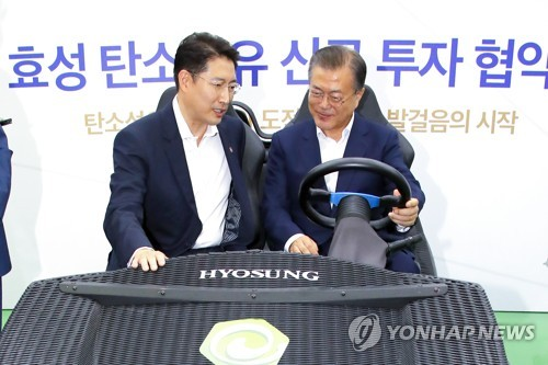 (2nd LD) Hyosung to invest 1 tln won for carbon fiber production, Moon hails its initiative amid trade row with Japan