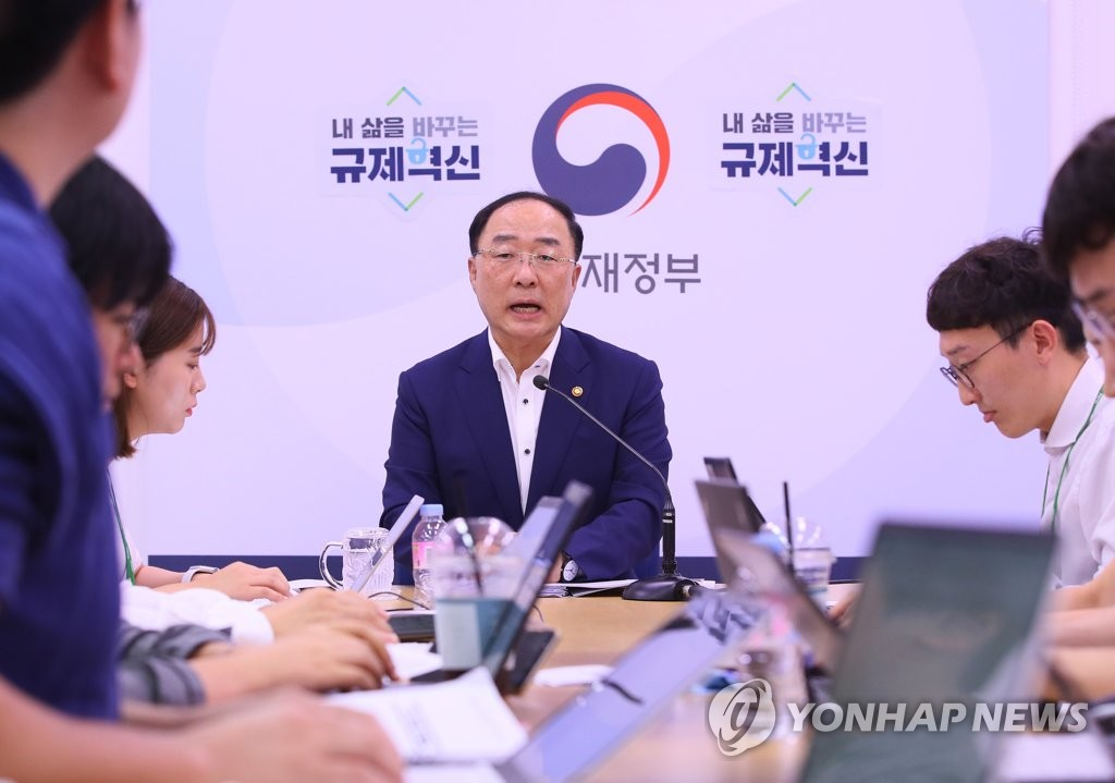 Finance Minister Hong Nam-ki speaks in a meeting with reporters in Sejong, an administrative hub located 130 kilometers southeast of Seoul, on Aug. 23, 2019. (Yonhap)