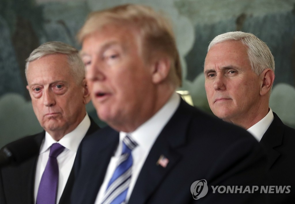 This AP photo shows U.S. President Donald Trump (C) speaking at the White House on March 23, 2018, with then-U.S. Defense Secretary James Mattis (L) and U.S. Vice President Mike Pence listening. (Yonhap)