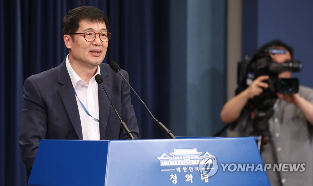 Hwang Deok-soon, presidential secretary for job creation, speaks during a press briefing in Seoul on Sept. 15, 2019. (Yonhap)