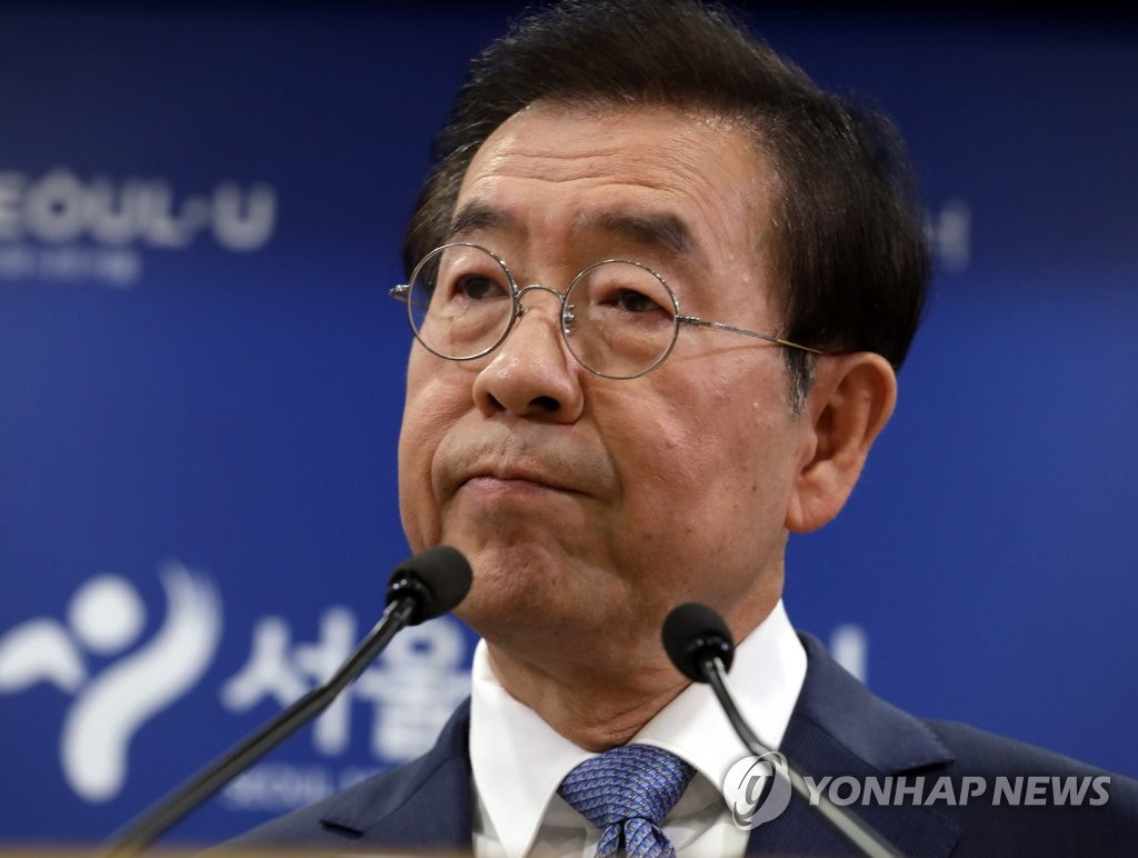 Seoul Mayor Park Won-soon speaks at a press conference at Seoul City Hall on Sept. 19, 2019, announcing a possible postponement of the Gwanghwamun Square development project. (Yonhap)