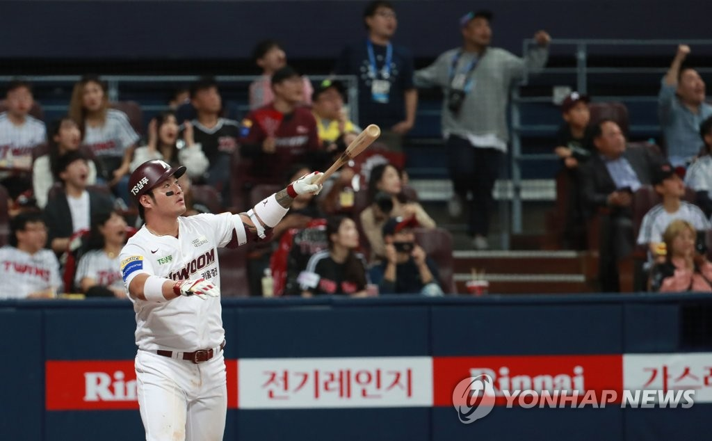 Park Byung-ho of the Kiwoom Heroes watches the flight of his solo home run against the LG Twins in the bottom of the ninth inning of Game 1 of their first-round Korea Baseball Organization playoff series at Gocheok Sky Dome in Seoul on Oct. 6, 2019. (Yonhap)