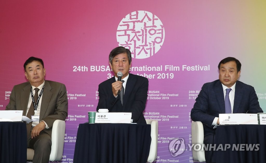 Lee Yong-kwan (C), the chairman of the Busan International Film Festival (BIFF), speaks at a press conference in Busan on Oct. 12, 2019. He is flanked by Jay Jeon (R), the festival director, and Tcha Sung-jai, co-director of the Asian Film Market. (Yonhap)