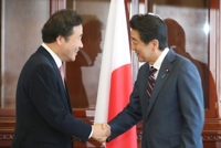 (LEAD) S. Korean prime minister to meet Abe on Thursday during trip to Japan
