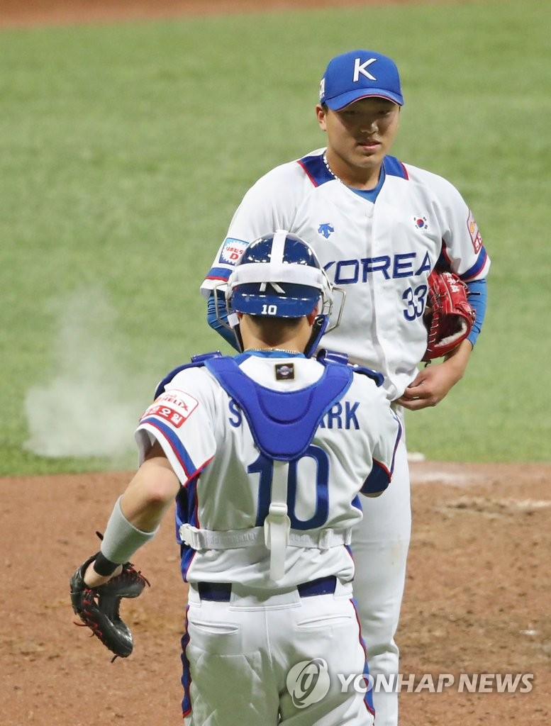In this file photo from Nov. 8, 2019, Lee Seung-ho of South Korea (above) shakes hands with his catcher Park Sei-hyook after completing the final out of a 7-0 win over Cuba in the teams' Group C game at the World Baseball Softball Confederation (WBSC) Premier12 at Gocheok Sky Dome in Seoul. (Yonhap)