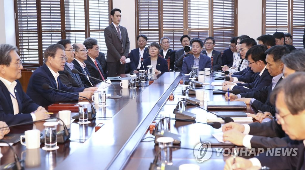 President Moon Jae-in (2nd from L) speaks at a weekly meeting with his senior Cheong Wa Dae aides at the presidential compound in Seoul on Nov. 11, 2019. (Yonhap)