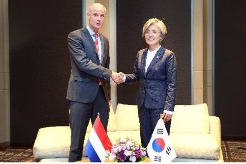 South Korea, Netherlands FMs