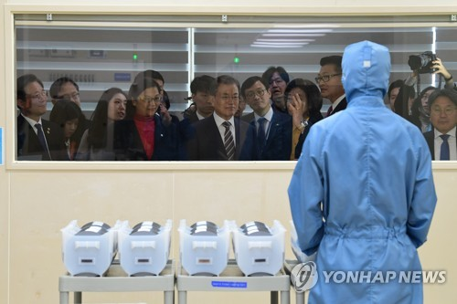 Moon visits silicon wafer plant