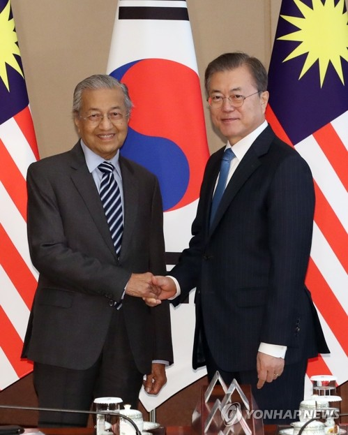 (2nd LD) Moon, Mahathir agree on 'strategic partnership' between S. Korea, Malaysia
