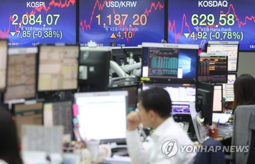 (LEAD) Seoul stocks close lower amid U.S.-China trade woes