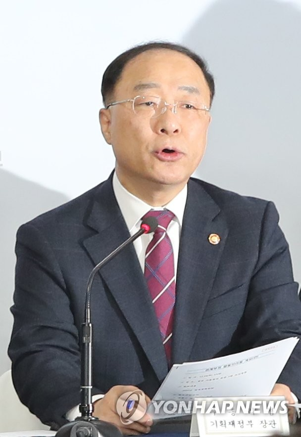 Finance Minister Hong Nam-ki speaks at a press conference on next year's economic policy on Dec. 19, 2019. (Yonhap)