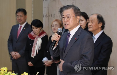 Moon notes Korean Wave, vows to ensure 'cultural freedom'