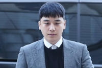 Court denies arrest warrant for ex-BIGBANG member Seungri