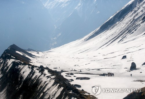 (2nd LD) 4 S. Korean trekkers go missing after avalanche hits Annapurna