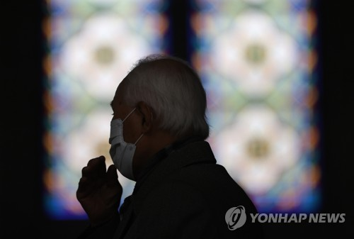 (LEAD) S. Korean Catholic Church suspends Masses amid coronavirus outbreaks
