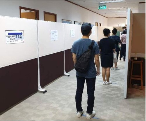 Hit by coronavirus, overseas voter turnout at record-low