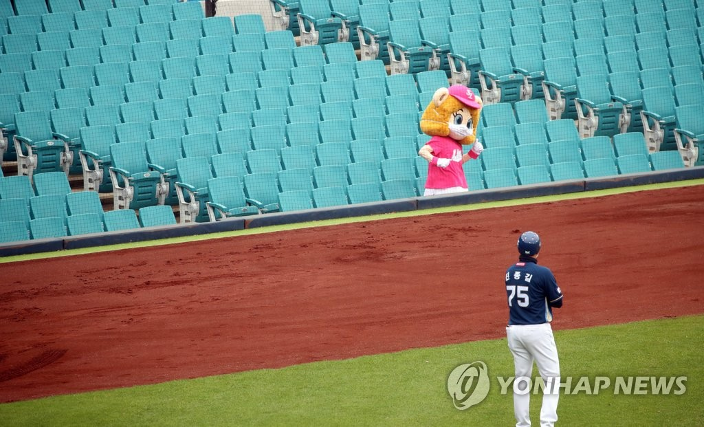 In this file photo from May 5, 2020, a mascot for the Samsung Lions stands alone in the seats at Daegu Samsung Lions Park in Daegu, 300 kilometers southeast of Seoul, for a Korea Baseball Organization regular season game between the Lions and the NC Dinos. (Yonhap)