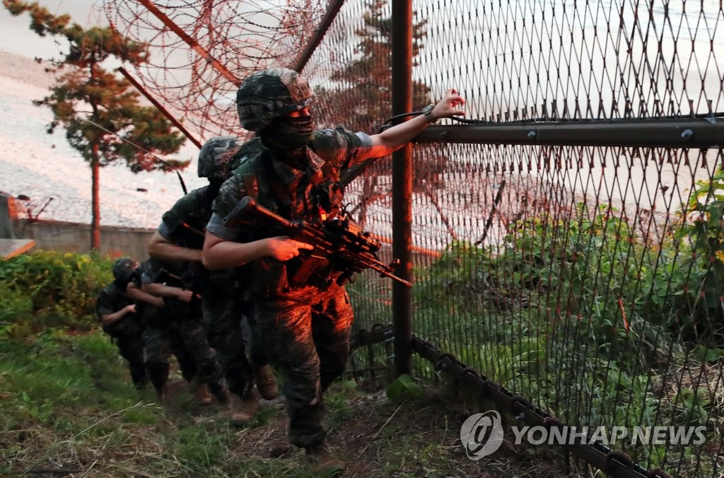 South Korean Marines patrol a perimeter fence on Yeonpyeong Island in the Yellow Sea just south of the Northern Limit Line, the inter-Korean maritime border, on June 16, 2020. South Korea's military said it is ready to respond to any North Korean provocation after Pyongyang blew up the inter-Korean liaison office in Kaesong earlier in the day. (Yonhap)