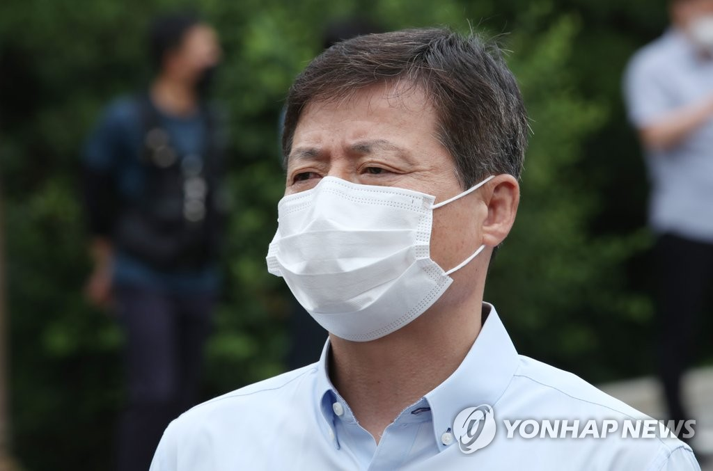Park Jung-oh, the head of defector group Kuensaem, speaks to reporters after attending a hearing at the Unification Ministry on June 29, 2020. The hearing was scheduled to give Park a final chance to explain about the group's recent anti-Pyongyang activities. (Yonhap)