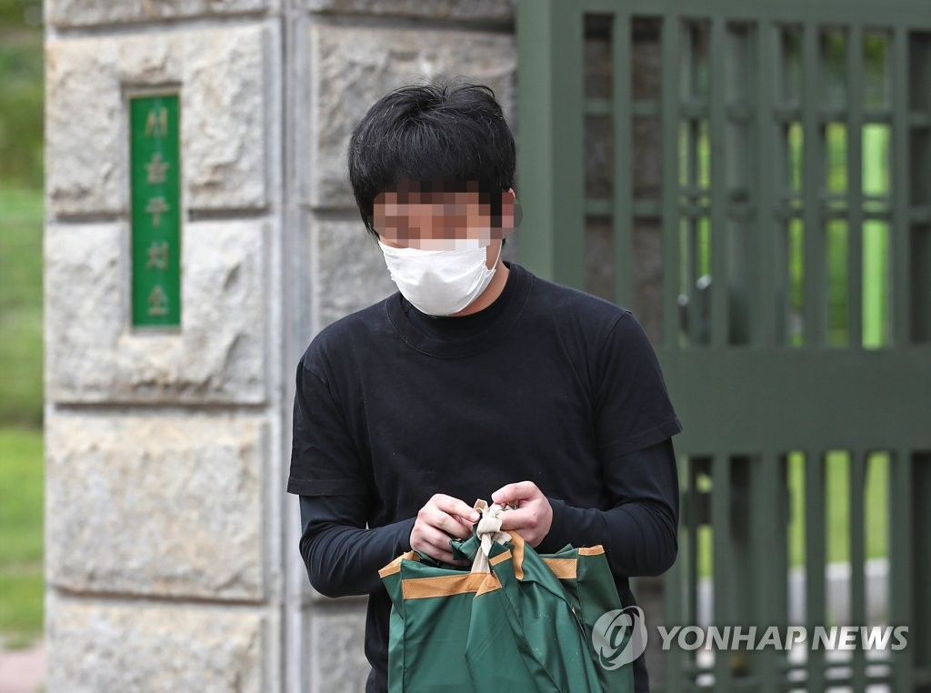This photo shows Son Jong-woo, the operator of one of the world's biggest child porn sites, being released from a detention center in Euiwang, South Korea, on July 6, 2020, after the Seoul High Court denied a U.S. request for his extradition. (Yonhap)